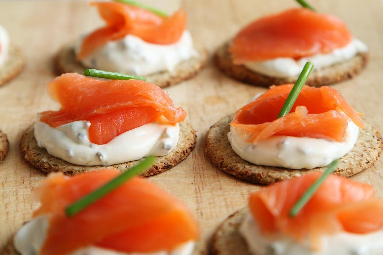oblikujte-podlogu-od-kruha-ili-tijesta-i-napraviti-ukusne-kanape-sendvice-kako-hr